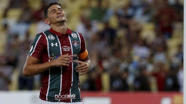 Ganso foi vaiado pela torcida do Fluminense