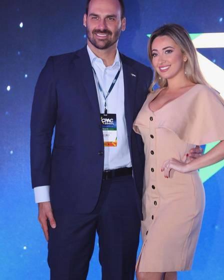 Eduardo Bolsonaro e a mulher, Heloísa