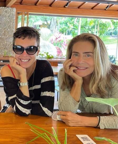 Adriana Calcanhoto and Maitê Proença: novel