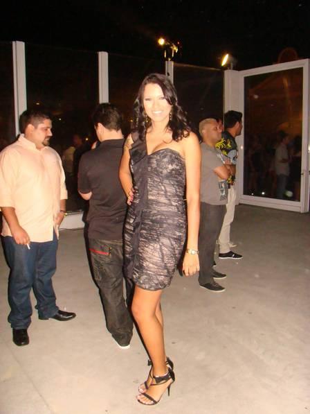 Ex-BBB Ariadna na festa da revista