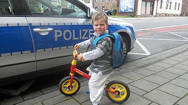 Menino de 2 anos fugiu de casa para visitar a avó