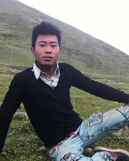 Ngawang Norphel, de 22 anos, está no hospital em estado grave