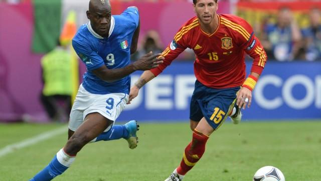 Balotelli promete marcar quatro gols na Espanha na final da Eurocopa