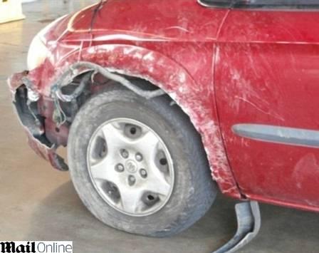 O dono do veículo precisou trocar o pneu