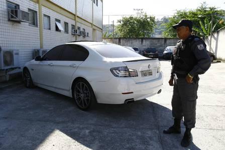 O carro de Adriano, no qual Adriene foi baleada