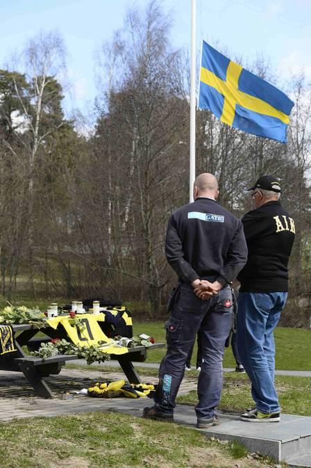 Bbandeira sueca é hasteada a meio mastro no CT do clube, em sinal de luto pelo jogador