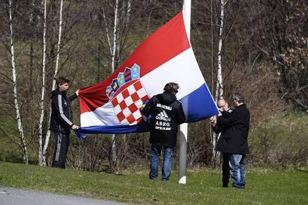 Funcionários do clube hastearam a bandeira da Croácia, país de orgiem de Turina