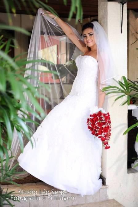 No Facebook de Talita, há várias fotos do casamento da jovem, que tem pouco menos de um mês