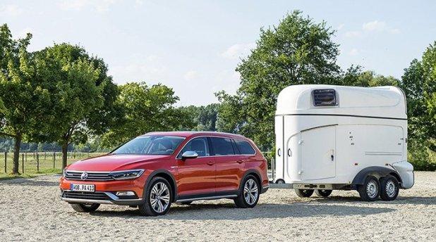 Autolla voi vetää jopa 2 200 kg painavaa jarrullista perävaunua.