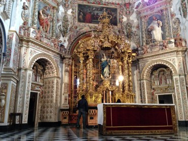 Inside the golden chapel of the Cartuja Monastery.