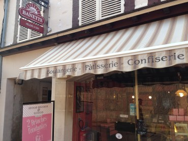 A must if you're in the area. Fresh baguettes and pastries to die for.