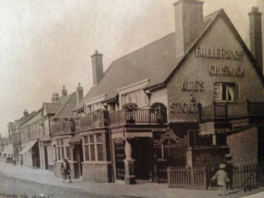 The Plough in 1920 on the corner of Northfields Avenue and Little Ealing Road.