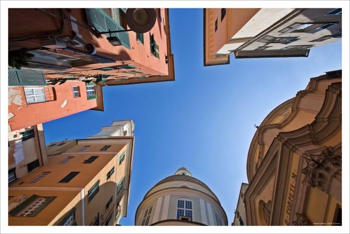 Uno scorcio di cielo sui vicoli del centro storico