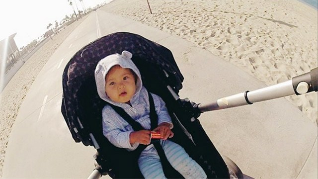Stroller run by the beach to prepare for marathon race, floris gierman with sadie