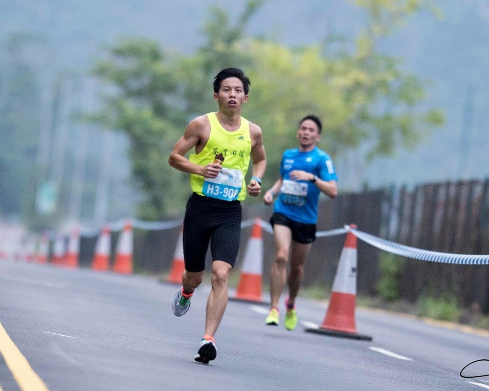 guy running a sub 3 marathon