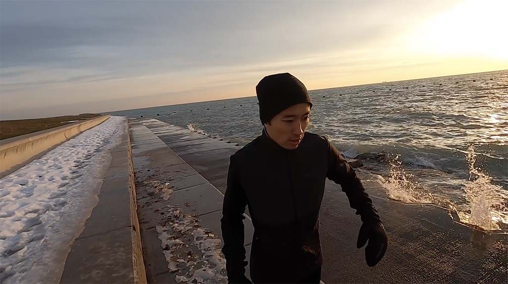 Kofuzi running in Chicago by the water front