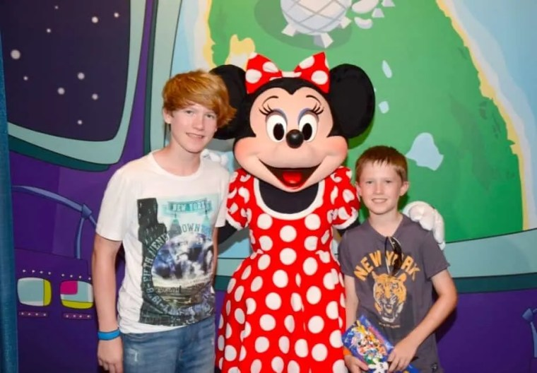 Meeting Minnie Mouse With Teens at Epcot www.extraordinarychaos.com