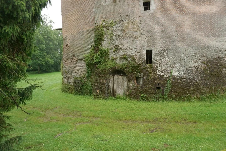 Visiting Chateau de Saint Fargeau 1