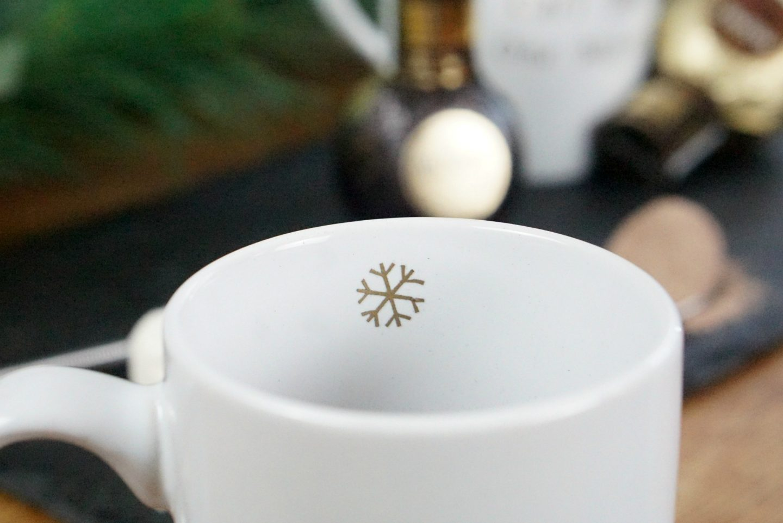 Personalised Christmas Mugs With Cricut www.extraordinarychaos.com