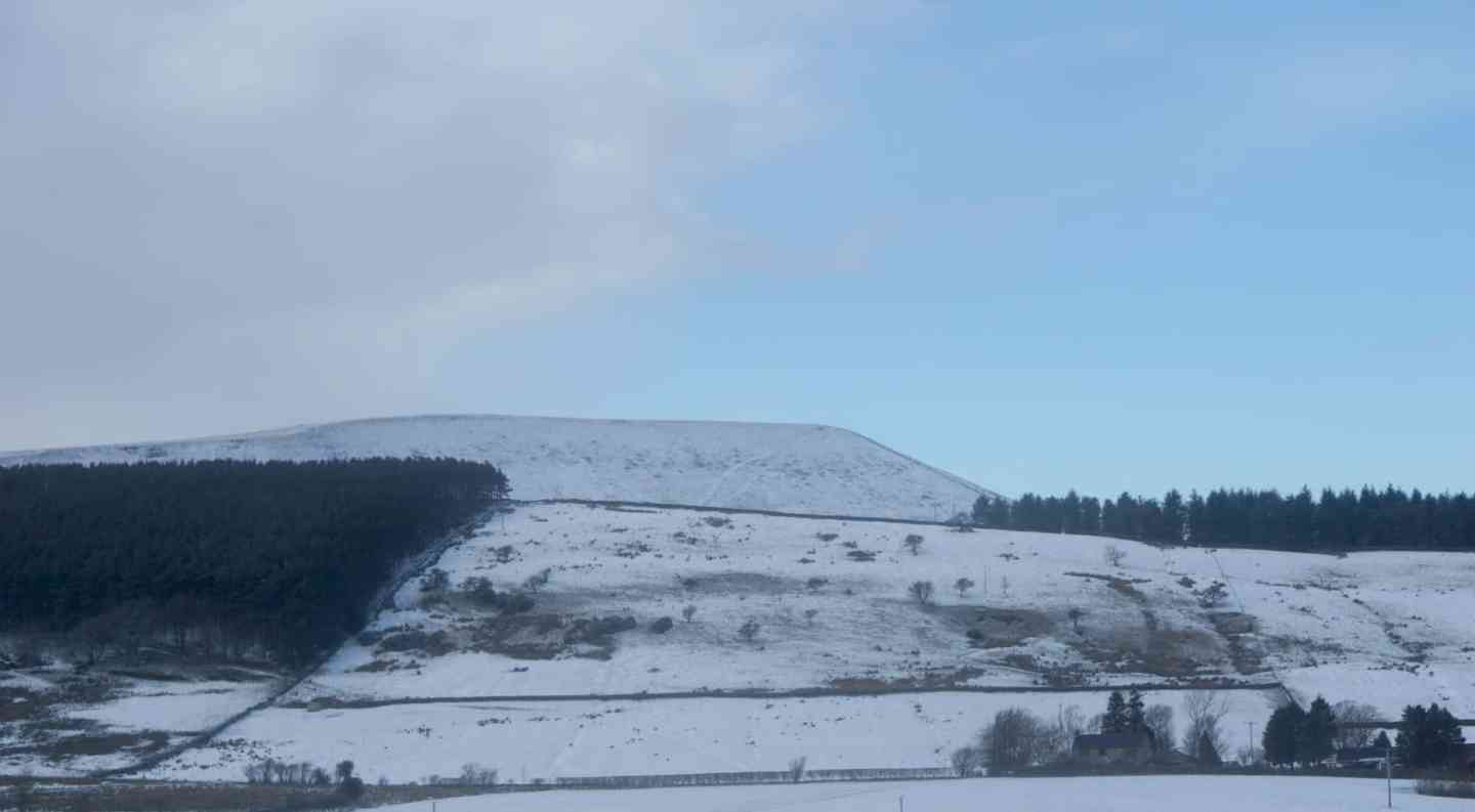 Pendle Hill in The Snow www.extraordinarychaos.com