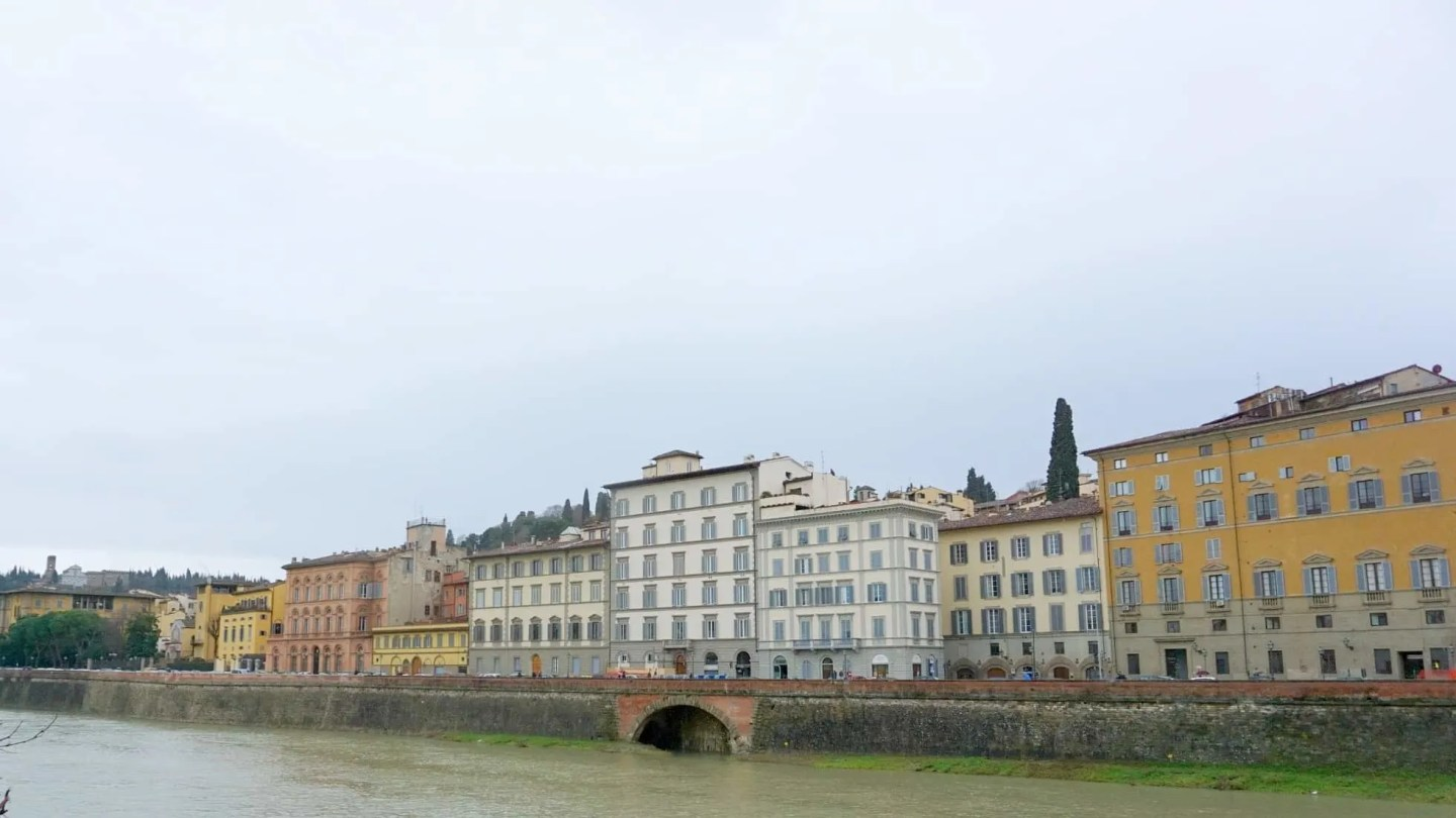 The Banks of the River Fiume Arnot in Florence www.extraordinarychoas.com