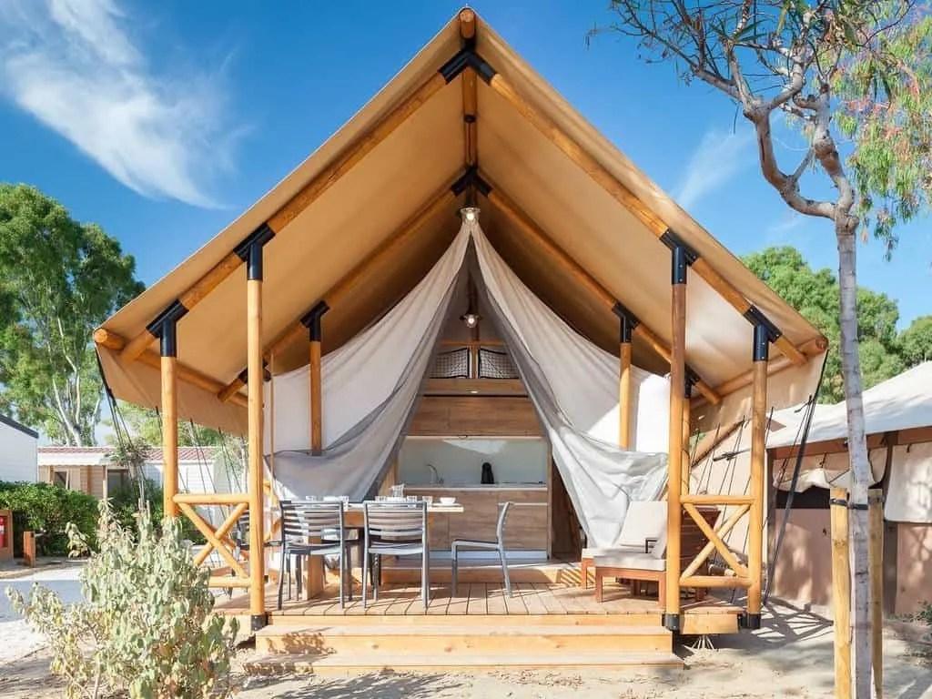 1_tente_lodge_safari_6p_2ch_mezzanine_3f_exterieur_galleria_slide_village
