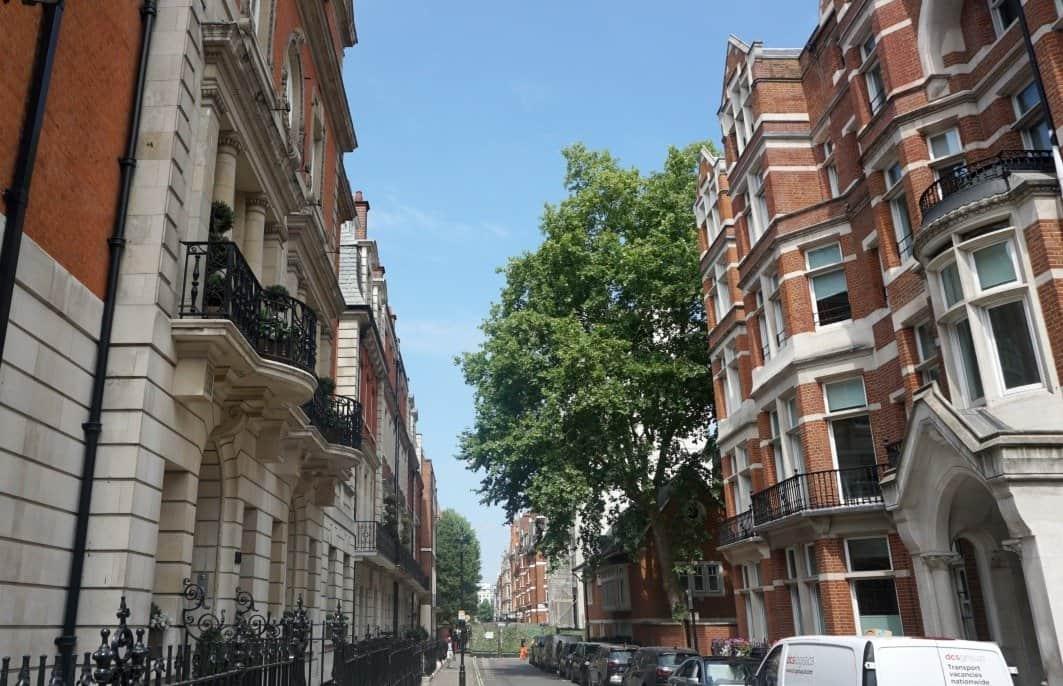 London on a sunny day www.extraordinarychaos.com