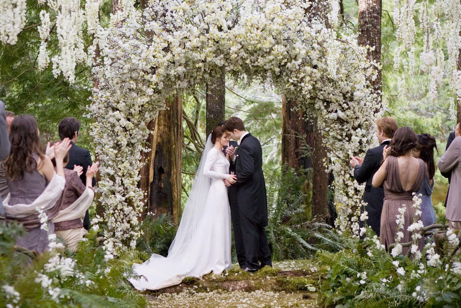Bella Swans Twilight Wedding Dress Replica Hits Stores  eXtravaganzi