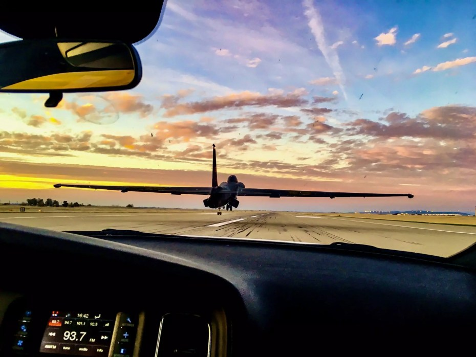 Making calls from behind a U-2 doing a no flap approach close to sunset