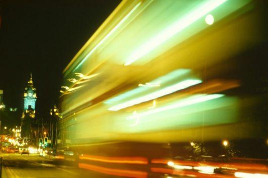 Bus nocturno, Edimburgo, Gran Bretaña