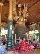 Pagoda Shwedagon, tal vez meditando