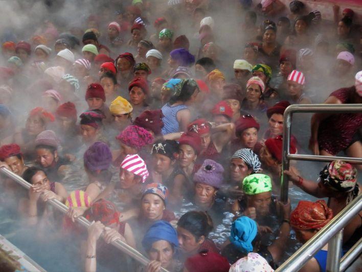 Baños de aguas termales en Tatopani hot waters, Nepal