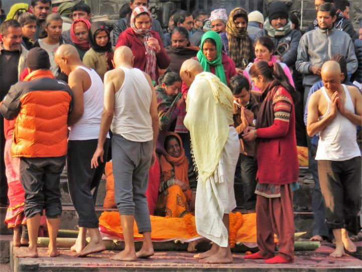Ceremonia de cremación en Pasupatinath, Katmandú, Nepal