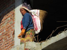 Mujer trabajadora construcción, Pokhara, Nepal
