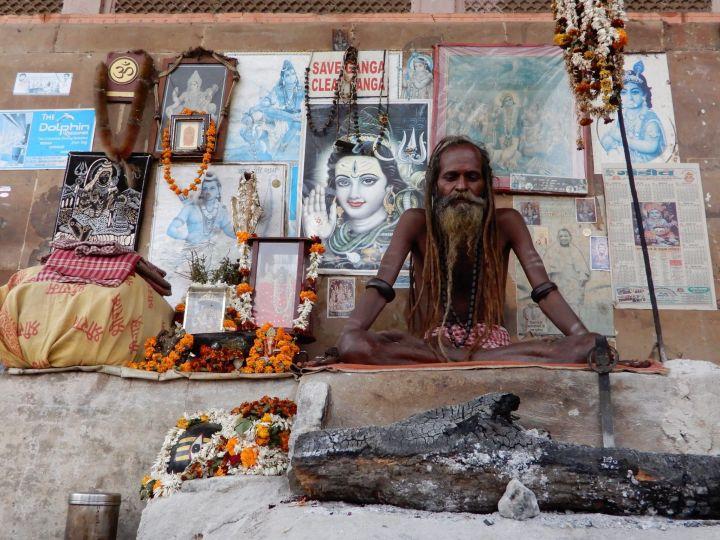 Gurú totalmente establecido, Benarés, Varanasi, India