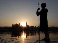 Soldado a contraluz, Templo Dorado Golden Temple, Amritsar, India