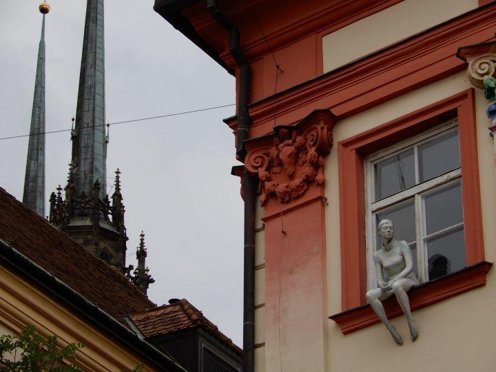 Estatua en ventana, Brno, Chequia