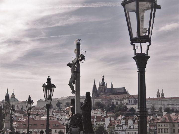 Complejo del castillo desde puente Carlos IV, Praga, Chequia