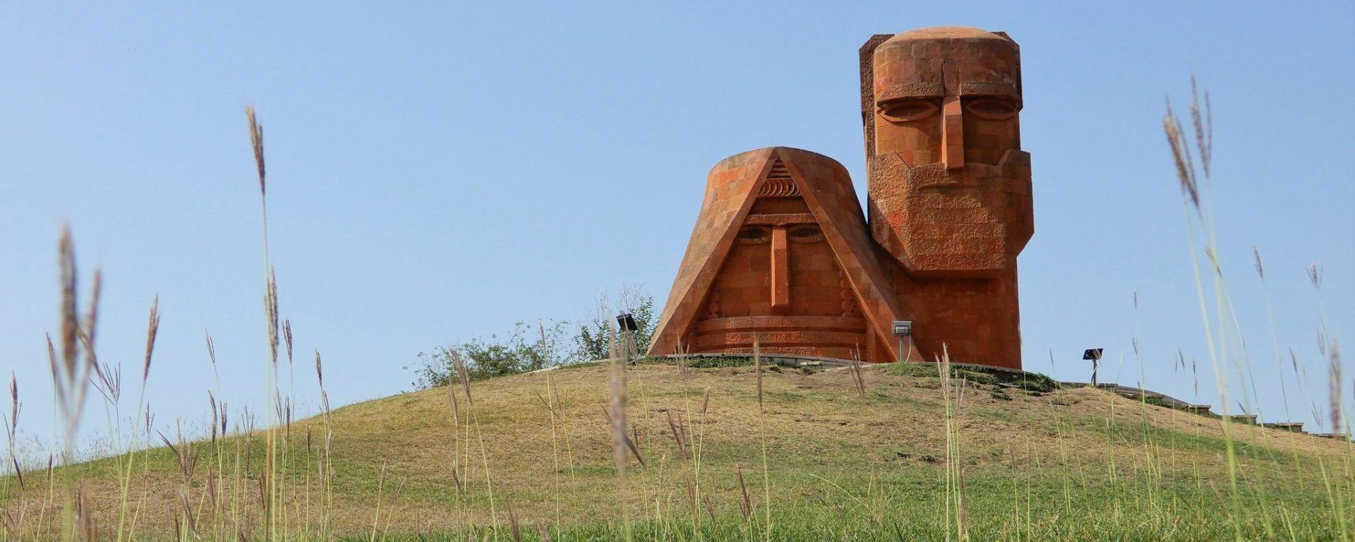 NAGORNO-KARABAJ, Esculturas de Tatik and Papik