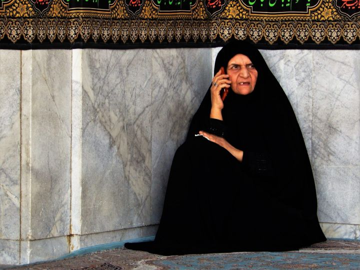 Mujer en mezquita Jamkaran Mosque, Iran
