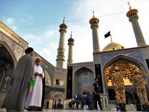 Gente en Santuario Fatemeh Maasoume Shrine, Qom Iran
