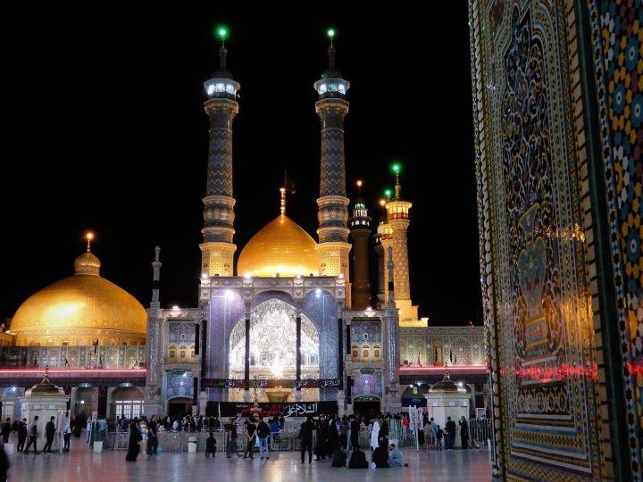 Noche en Santuario Fatemeh Maasoume Shrine at night, Qom, Iran
