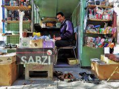 Zapatero callejero, Yazd, Iran