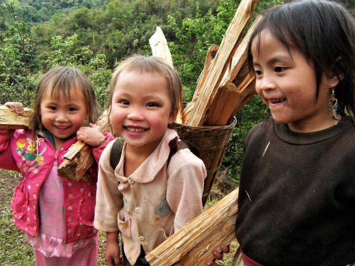 Niñas zona rural Laos
