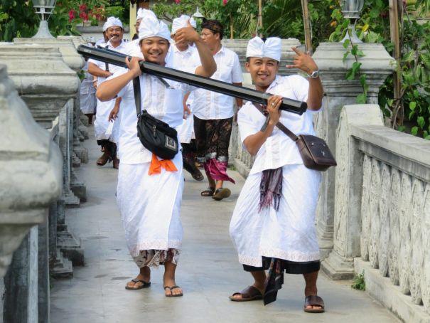 Camino al templo, Bali, Indonesia