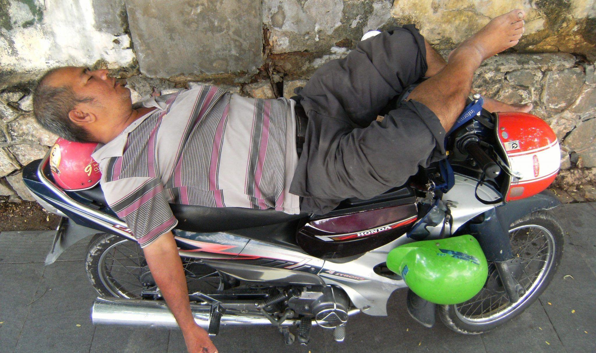 Hombres Fuera de la Carretera Casco de Motocicleta Anti-ca/ída Mujeres Casco a Prueba de Golpes Cascos de Motocicleta Moutain Motocross Bike Gorras de Seguridad