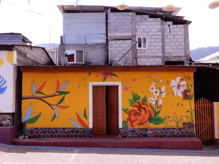 Grafitis en Atitlán