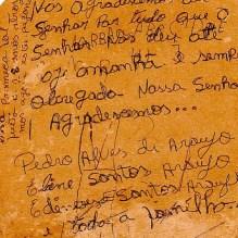 Ex-voto manuscrito autógrafo com esferográfica em verso de fotografia, Santuário Nossa Senhora das Candeias, Candeias-BA. 21/fev/2006