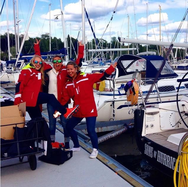 Klokken tolv i morgen drar vi på ekspedisjon! I dag har vi gjort klar båten og testa ut sponsorklærne våre fra Stormberg og sponsorsko fra Viking Footwear. Vi er supergira! — with Christine Spiten, Ina Othilie Vikøren, Siv-Erika Jacobsen, Iselin Koksvik Dahl and Malín Jacob.