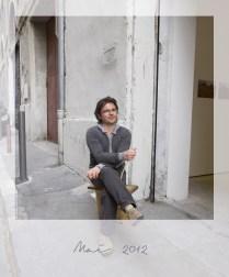 (3) 17 mai 2012, Régis, l'Astiqueur lumineux devant l'entrée de la Galerie Gourvennec Ogor.
